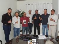 Adilson de Oliveira recebe visita de autoridades de Presidente Médici