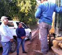 Após ação de França Silva, bairros são beneficiados com serviços de patrolamento, encascalhamento e iluminação
