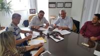 Câmara assina contrato com empresa que fará concurso para 41 vagas em dezembro