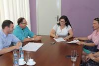 Câmara recebe da prefeitura escritura pública das dependências físicas após empenho do presidente Adilson de Oliveira