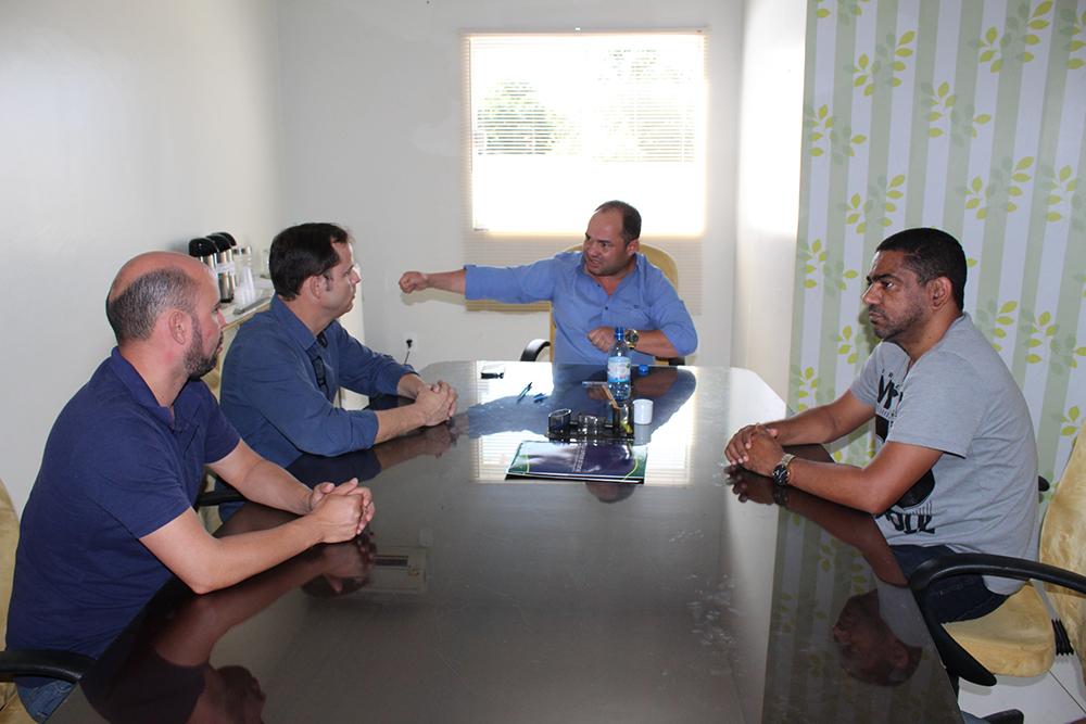 Diretor da Escola do Legislativo visita presidente da Câmara para instalar cursos em Vilhena