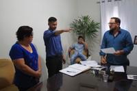 Israel Zigue toma posse como vereador e se emociona durante juramento