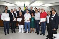 Leninha do Povo homenageia 15 médicos com entrega de moção de aplauso
