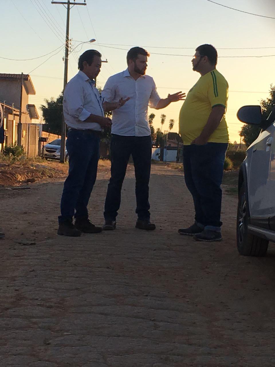PAVIMENTO DE BLOQUETE: Rafael Maziero leva prefeito no Setor 22 e Novo Horizonte para mostrar ideia