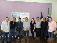 Presidente da Câmara e vereadores acompanham assinatura da ordem de serviço para restauração e manutenção da BR-174