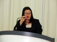Professora Valdete agradece prefeita e secretária por atender solicitação de transporte escolar no residencial União