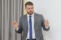 Rafael Maziero, em parceria com setor privado, consegue lixeiras para Praça Nossa Senhora Aparecida