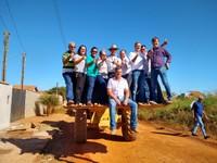 Ronildo e vereadores fiscalizam trabalhos de limpeza do bairro Assossete