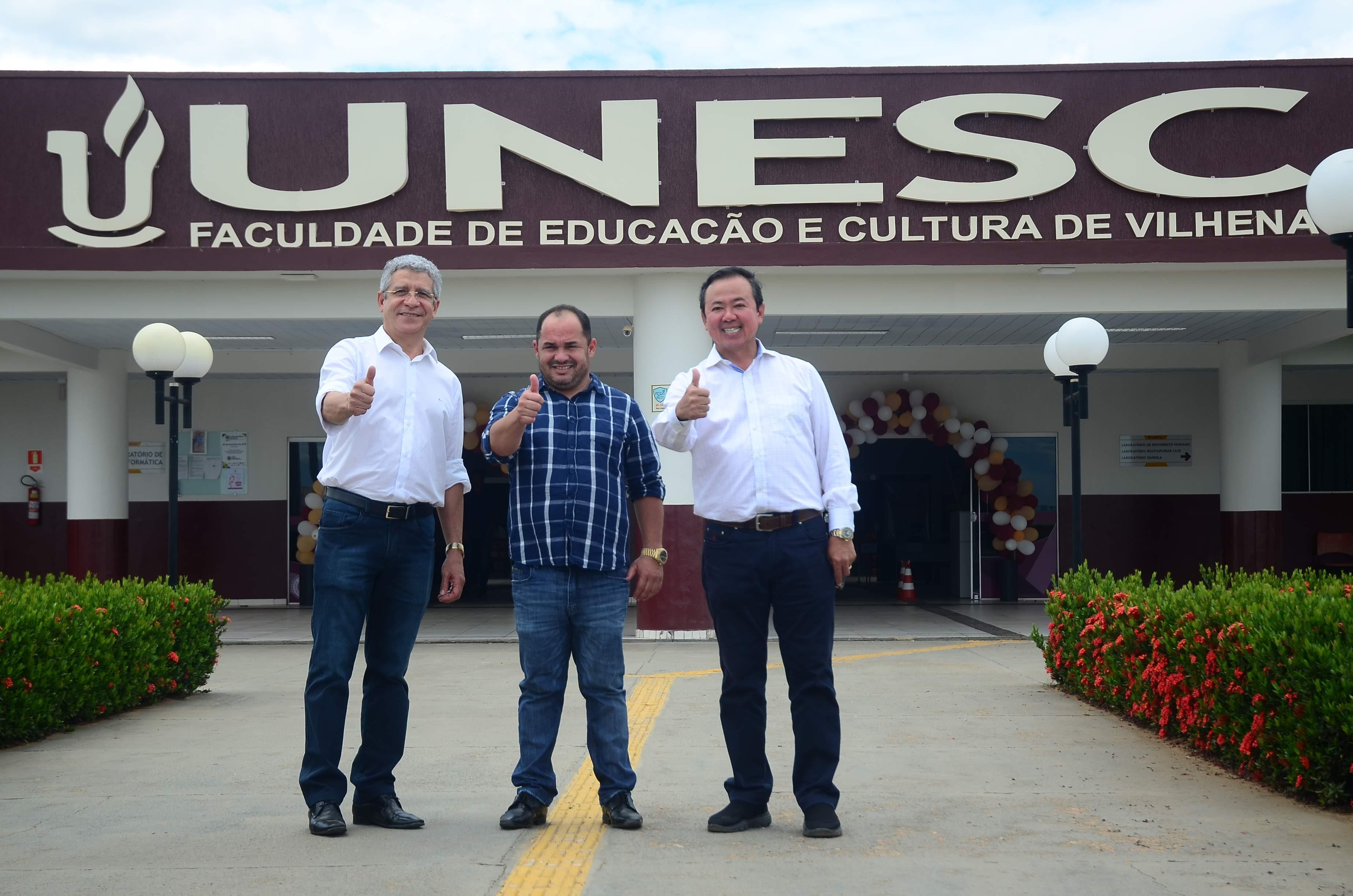 Ronildo Macedo e autoridades reforçam parceria na área da saúde com diretor da UNESC