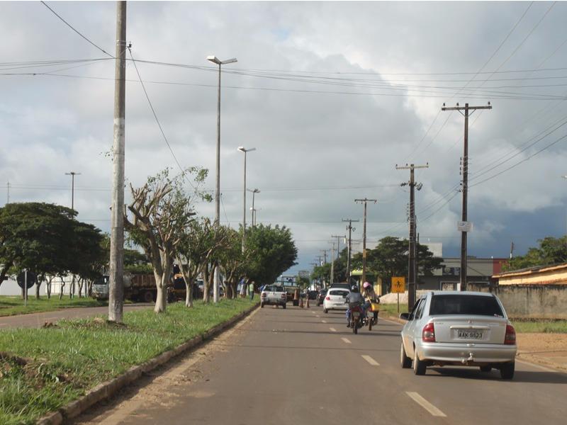 Ronildo Macedo é atendido e secretaria de Obras poda árvores na Jô Sato