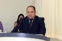 Ronildo Macedo parabeniza diretora da escola Wilson Camargo por levar alunos à sessão da Câmara de Vereadores