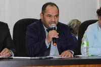Ronildo Macedo pede contratação de médicos para atendimento no CER