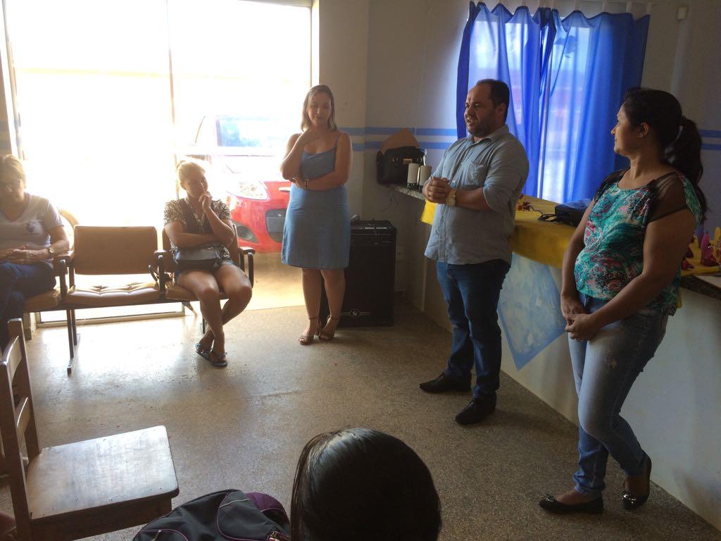 Ronildo Macedo prestigia homenagem às mães no postinho do bairro Cristo Rei