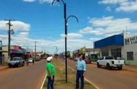 Ronildo Macedo realiza inspeção noturna para colaborar com Eduardo Japonês na identificação de postes com lâmpadas queimadas