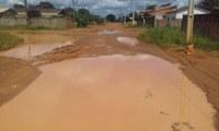 Ronildo Macedo visita Embratel e moradores se dizem isolados por causa de ruas alagadas
