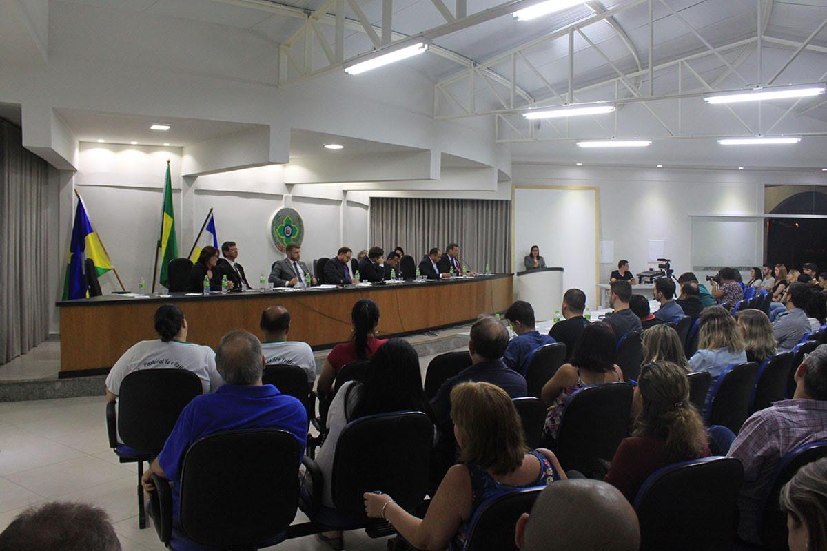 Sessão da Câmara é marcada por debates acalorados entre vereadores por indicação de som automotivo e eleição escolares