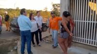 Vera da Farmácia é atendida por prefeito na contenção da cratera no bairro União