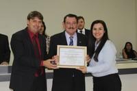 Vereador Rogério Golfetto entrega título de Cidadão Honorário ao professor Jorge Minuano