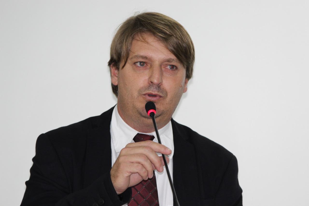 Vereador Rogério Golfetto requer patrolamento da Tancredo Neves em trecho crítico