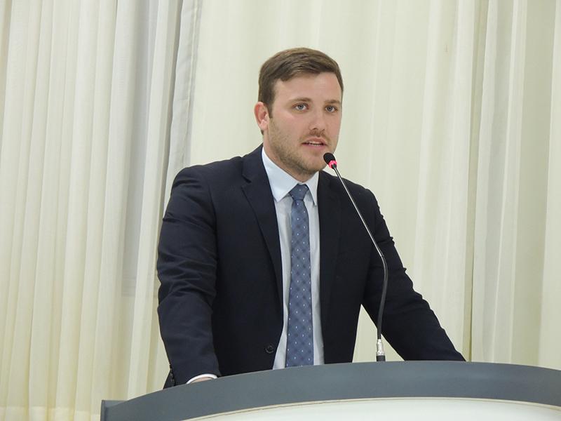 Vereador Samir Ali faz pedido para implantação de sala bilíngue para atender comunidade surda-muda no EJA