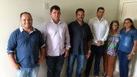Vereadores de Corumbiara visitam gabinete de Ronildo Macedo